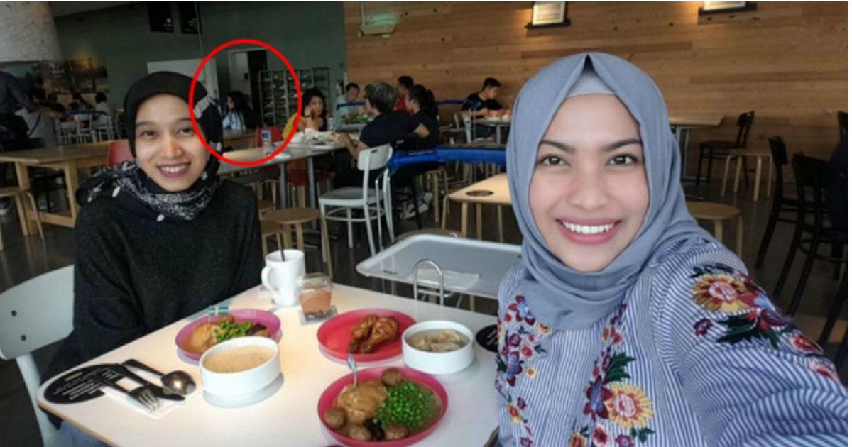 Ingin Abadikan Momen Dengan Teman Lama, Akhirnya Aku Memutuskan Untuk Selfie Di Mall Jakarta Ini! Saat Melihat Hasilnya Bulu Kudukku Langsung Merinding!